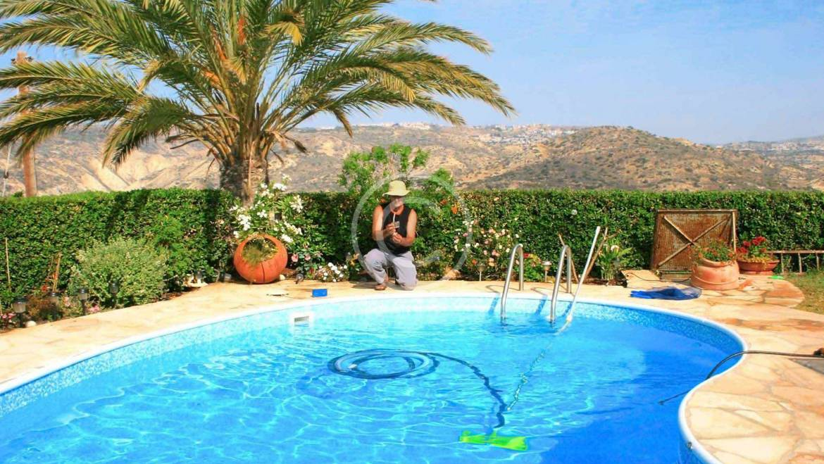 How to install a suction pool cleaner
